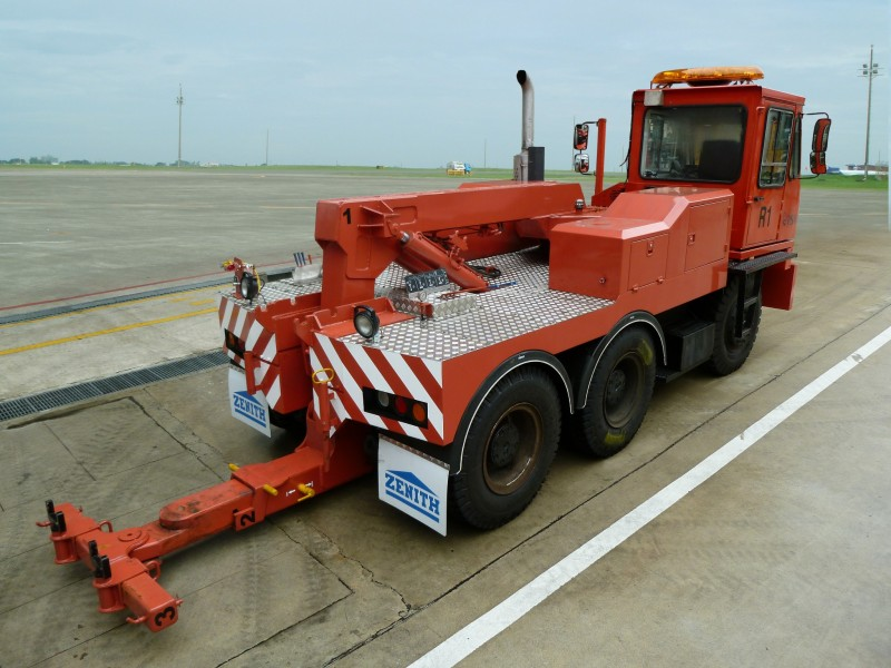 Zenith Engineering Port Tow Truck